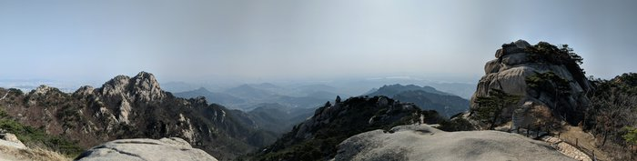 Another beautiful panorama overlooking Seoul. Click for full-size image.